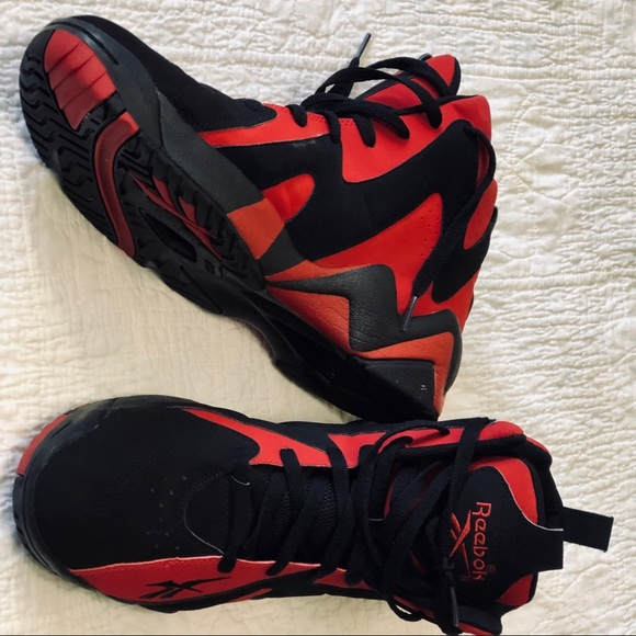 d1f49200 MENS REEBOK KAMIKAZE BLACK & RED SHOE